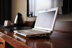 Wifi Zugriff in einem Hotelzimmer Lizenzfreie Stockfotos