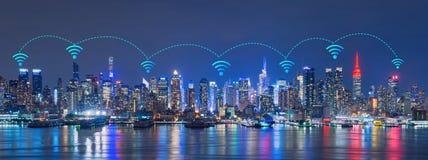 Wifinetwerk Internet en het concept van de Verbindingstechnologie Skyli Stock Foto