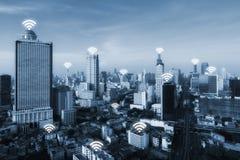 Wifipictogram en de stad van Bangkok met het concept van de netwerkverbinding, Klap Stock Foto