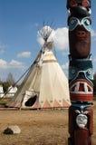 Wigwam e totem degli indiani Fotografie Stock Libere da Diritti