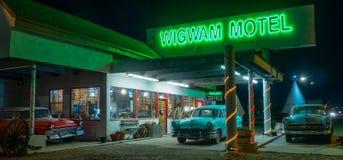 Wigwammotel, Neonteken Route 66 royalty-vrije stock afbeelding