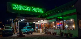 Wigwamu motel, Neonowy znak 66 trasy fotografia royalty free