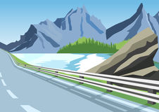 Wijąca droga w górach wzdłuż oceanu lub morza Fotografia Royalty Free