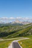 Wijąca halna droga w dolomitach, Włochy. Zdjęcie Royalty Free