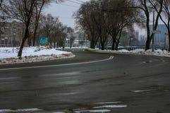 Wijąca miasto droga zdjęcie royalty free