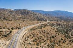 Wijąca Pustynna pustkowie droga w południowych zachodach Fotografia Stock