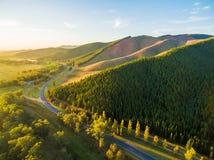 Wijącej drogi omijanie przy przez pięknej Australijskiej wsi Zdjęcia Royalty Free