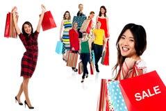 Wij hebben het grote tijd winkelen! stock foto