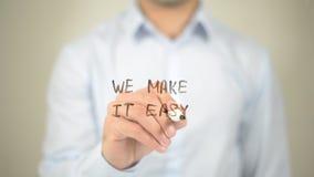 Wij maken het Gemakkelijk, Mens die op het transparante scherm schrijven Stock Foto