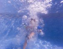 Wij springen in de pool royalty-vrije stock afbeelding