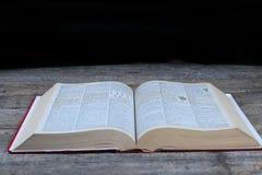 Wijd geopend boek royalty-vrije stock afbeelding