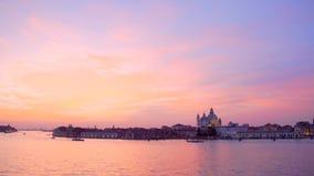 Wijd geschoten van de Zonsondergang van Venetië stock footage
