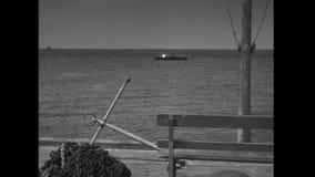 Wijd geschoten van S.O.S.signaal van boot stock videobeelden