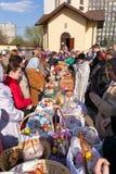 Wijding van de cakes en de eieren van Pasen Stock Foto's