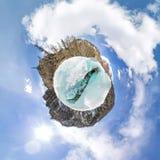 Wijfje binnen de barst in de ijsgletsjers IJsland sferisch panorama 360 180 van weinig planeet Royalty-vrije Stock Fotografie