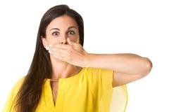 Wijfje die Haar mond behandelen Stock Afbeelding