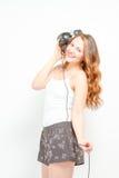 Wijfje die pret hebben die aan hoofdtelefoons luisteren Royalty-vrije Stock Fotografie