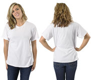 Wijfje met leeg wit overhemd royalty-vrije stock afbeelding
