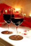 Wijn in bathtube Stock Afbeelding