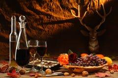 Wijn, chokolate en vruchten. stock fotografie