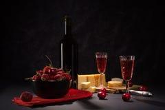 Wijn en aardbeien Stock Afbeeldingen