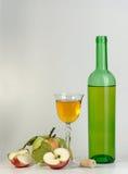 Wijn en appelen Royalty-vrije Stock Foto's