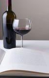 Wijn en Boekstilleven Stock Foto's
