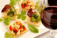 Wijn en canape, bijgerechten Stock Foto