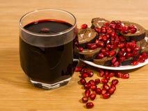 Wijn en granaatappelzaden Stock Afbeelding