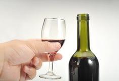 Wijn en hand Stock Foto's