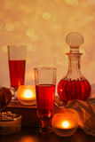 Wijn en kaarsen royalty-vrije stock afbeeldingen