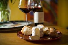 Wijn en Kaas Stock Afbeeldingen