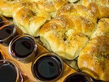 Wijn en Moldavisch baksel eights met honing en okkernoten Royalty-vrije Stock Afbeeldingen