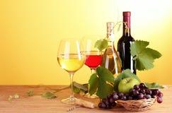 Wijn en vruchten stock afbeeldingen