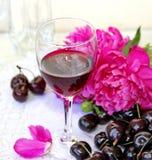 Wijn, fruit en bloemen Stock Afbeelding