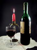 Wijn, kaars en glas stock foto's