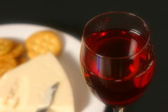 Wijn, Kaas, en Crackers Royalty-vrije Stock Afbeeldingen