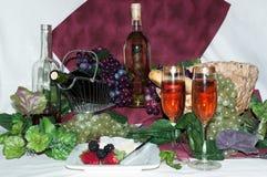 Wijn met druiven Stock Foto's