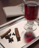 Wijn met kruiden Stock Afbeeldingen