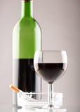 Wijn met sigaret Stock Foto's