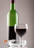 Wijn met sigaret Royalty-vrije Stock Foto