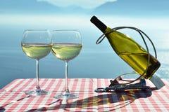 Wijn tegen het meer van Genève Stock Fotografie