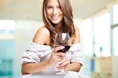 Wijn voor een schoonheid Royalty-vrije Stock Fotografie