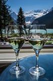 Wijn voor twee bij de Lakeview-Zitkamer op Meer Louise Stock Foto's