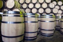 Wijn of whiskyvaten stock afbeeldingen