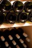 Wijnen bootle in een kelder Stock Foto