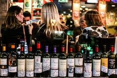 Wijnen op restaurant stock fotografie