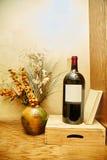 Wijnfles en stilleven Stock Afbeeldingen