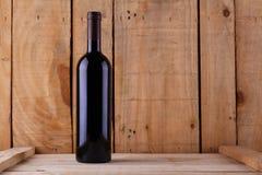 Wijnfles op hout Royalty-vrije Stock Foto