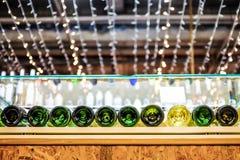 Wijnflessen met Lichten Stock Foto's